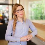 Stéphanie - Journaliste / Présentatrice / Voix-off / Script