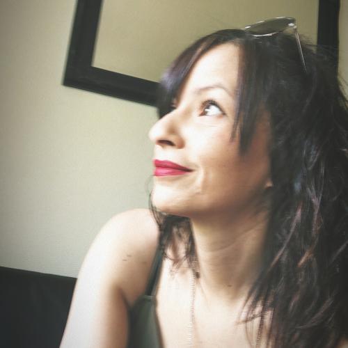 Nassima B. - Chargée de développement commercial et community manager