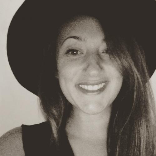 Laura D. - Social Media & Ads Manager