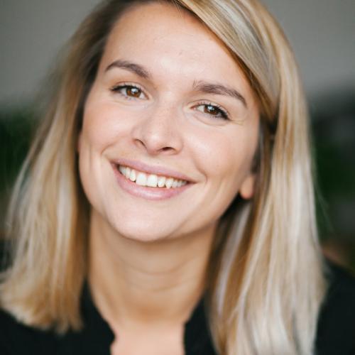 Anne-lyse F. - Chargée de communication - Community Manager