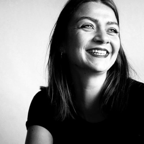 Julie M. - Graphisme | Conception-rédaction | Audiovisuel