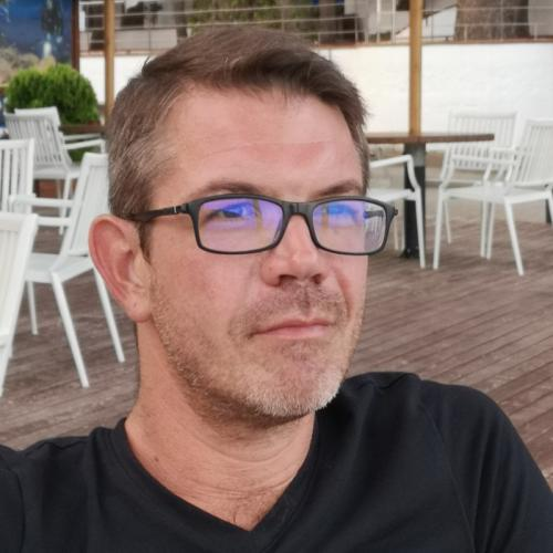 Julien M. - Chef de projet CRM - Salesforce