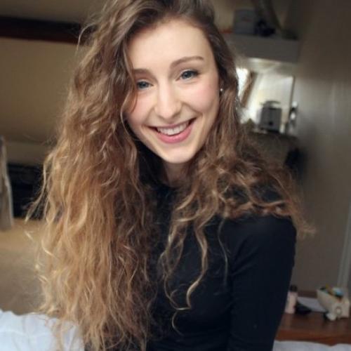 Célia B. - Rédacteur