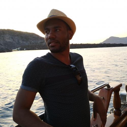 Leroy P. - Monteur Vidéo Motion Designer et Caméraman